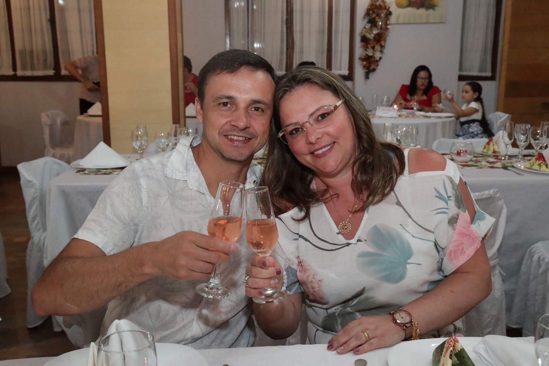casal_celebrando_ceia_natal_2019_treze_tilias_park_hotel_2