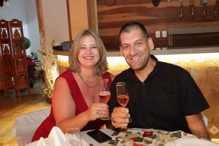 casal_celebrando_ceia_natal_2019_treze_tilias_park_hotel_3