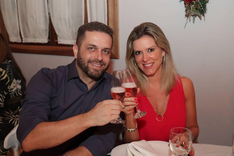 casal_celebrando_ceia_natal_2019_treze_tilias_park_hotel_4