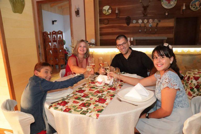 familia_celebrando_ceia_natal_2019_treze_tilias_park_hotel_2