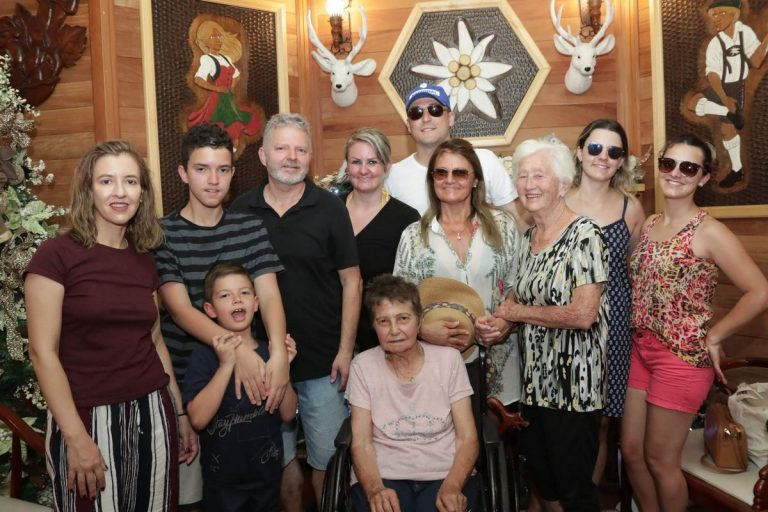 familia_celebrando_natal_2019_treze_tilias_park_hotel