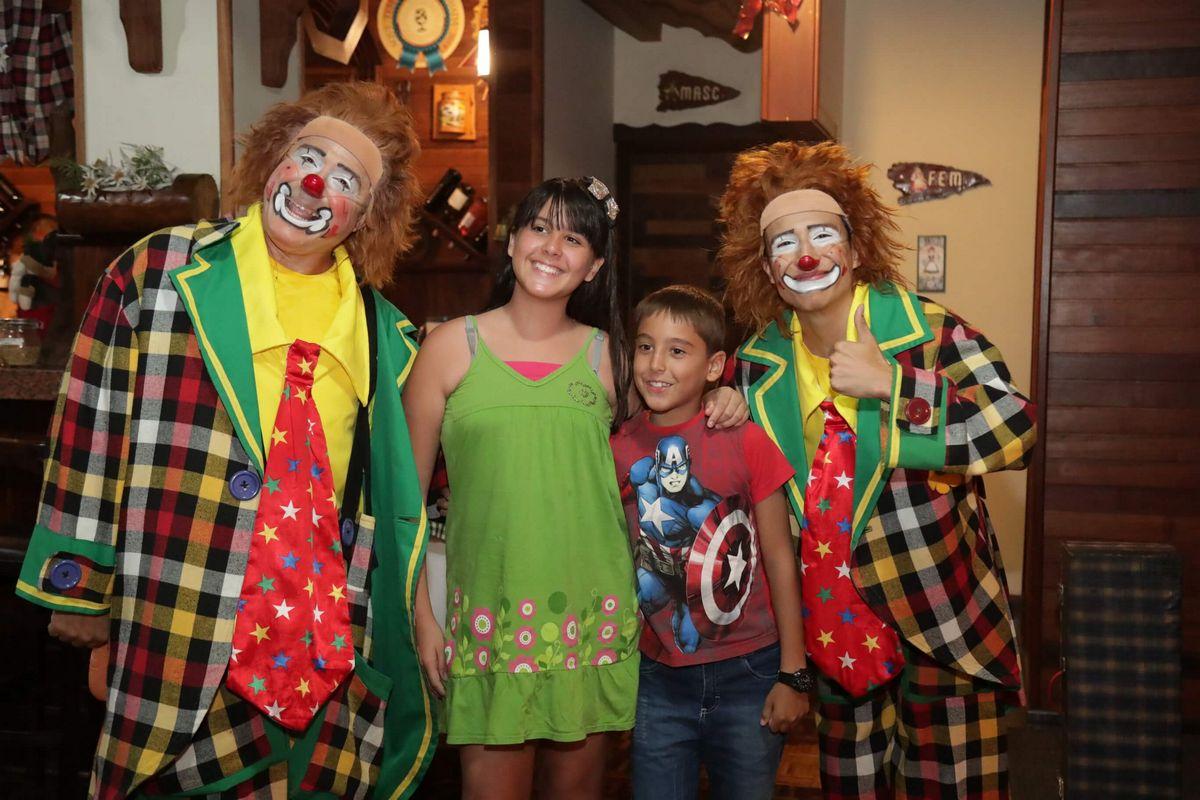 palhacos_brincando_com_criancas_natal_2019_treze_tilias_park_hotel